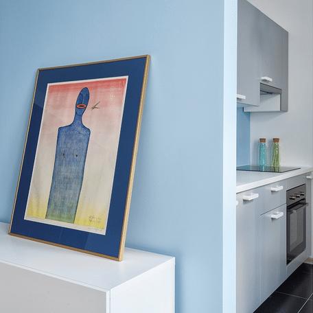 Mieszkanie błękitne - kuchnia i obraz