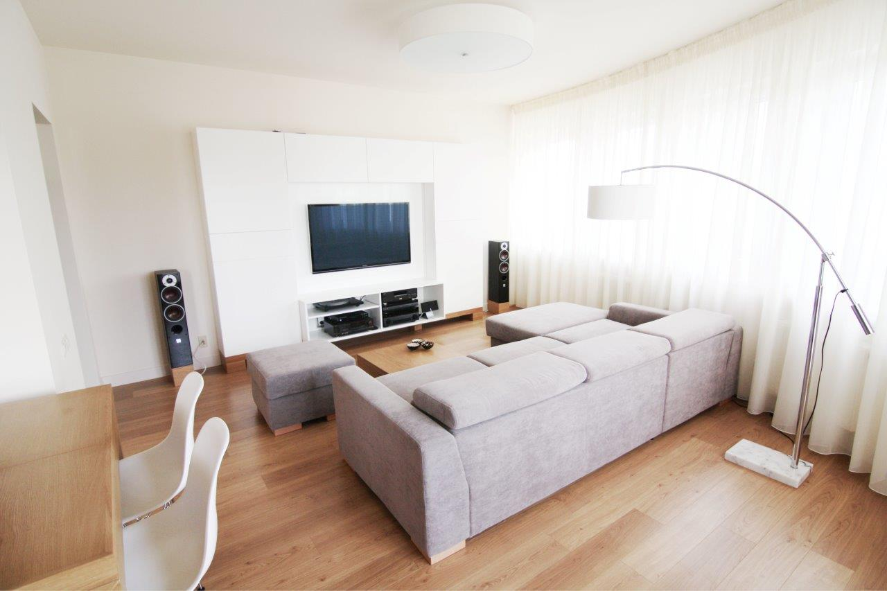Mieszkanie beżowe - pokój dzienny i kuchnia